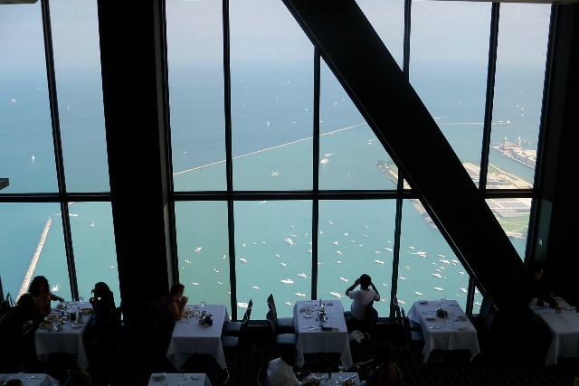 An Island in the Sky - Chicago\'s Signature Room - Plannerwire